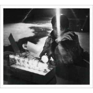 AKIRA [CD+2DVD+ブックレット]<初回限定LIVE映像「ALL SINGLE LIVE」盤/初回プレス仕様> CD